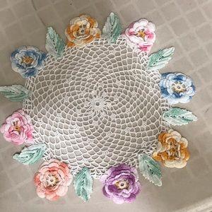 Vintage Accents - Vintage handmade flowered doilies